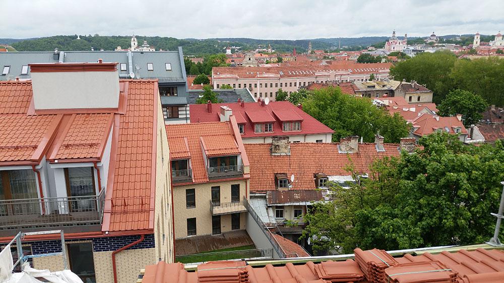 Senamiestyje Vingrių g. vykdytų stogo darbų II etapas.